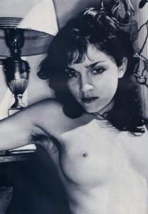 Η γυμνή φωτογράφιση της τριχωτής Μαντόνας