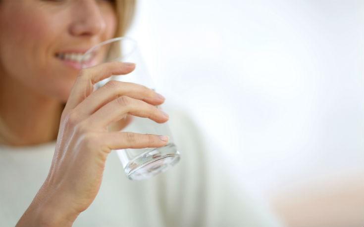 Τέσσερις λόγοι για να πίνετε ζεστό νερό