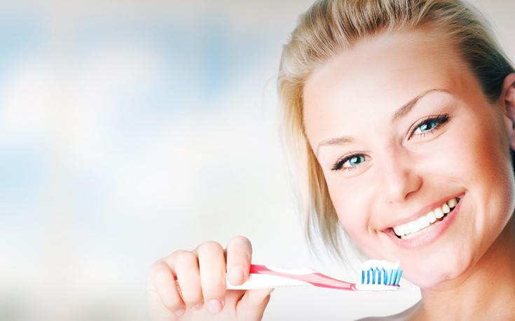 Τρία λάθη που κάνουμε συχνά στο βούρτσισμα των δοντιών