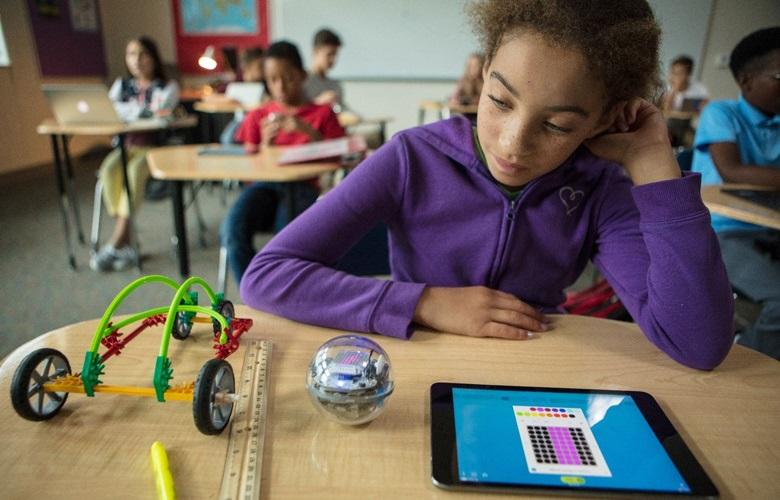 H ρομποτική μπάλα που φέρνει την οικογενειακή διασκέδαση στον 21ο αιώνα