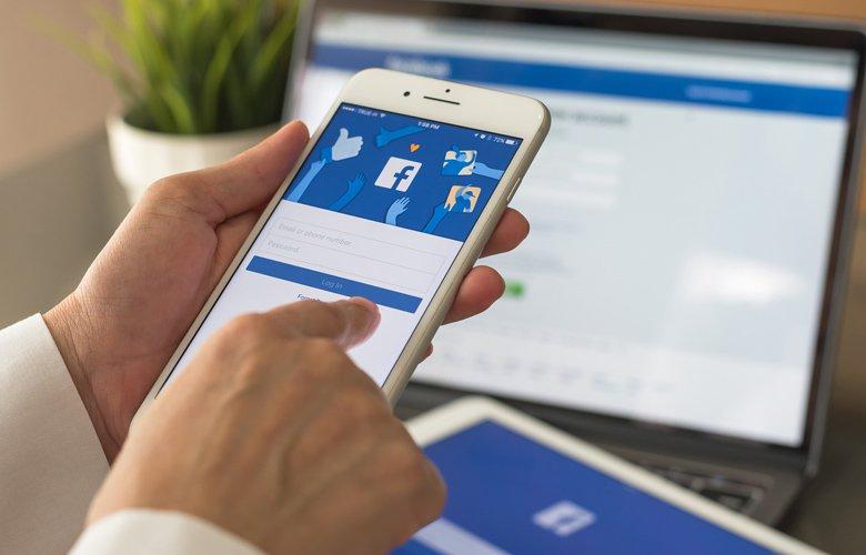 Δημοφιλείς εφαρμογές για τα «έξυπνα» κινητά μοιράζονται δεδομένα με το Facebook