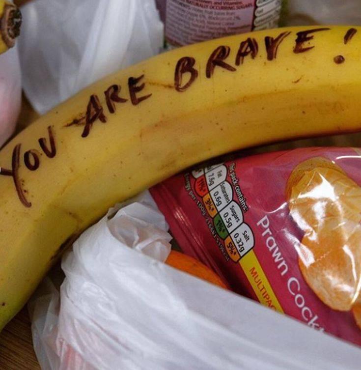 Τα μηνύματα εμψύχωσης της Μέγκαν Μαρκλ σε ιερόδουλες πάνω σε μπανάνες