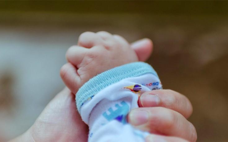Κριτική και προβληματισμός για τη γέννηση του παιδιού «τριών γονέων»