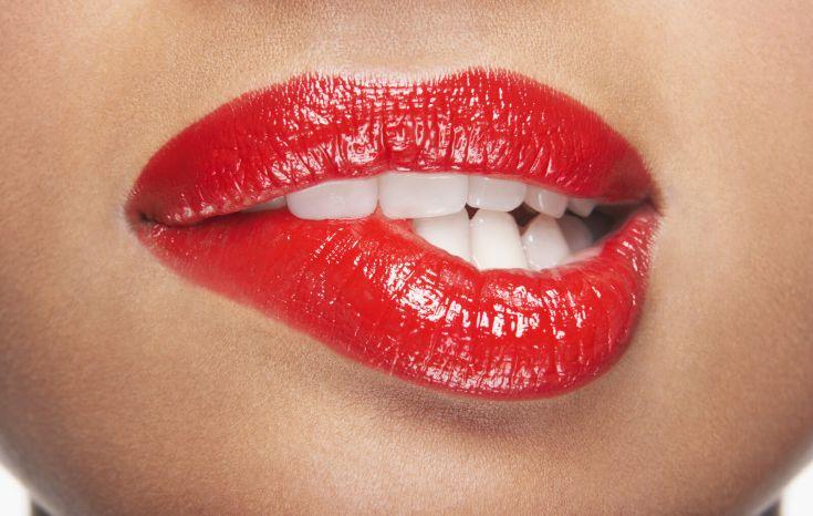 Γιατί αλλάζει το χρώμα των δοντιών
