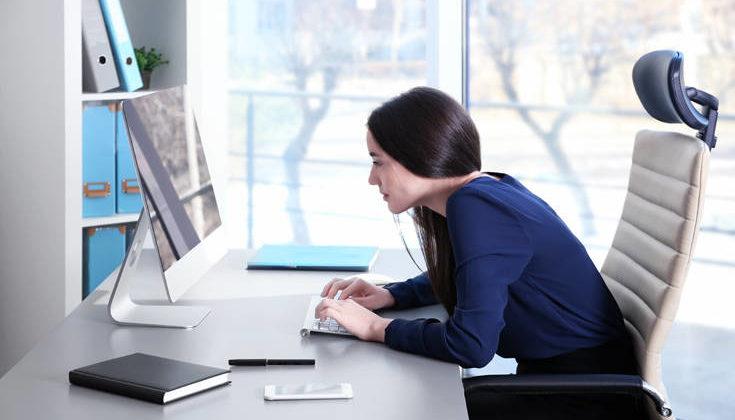 Τι είναι το σύνδρομο «μονόπλευρης εργασίας» και τι μπορεί να πάθετε