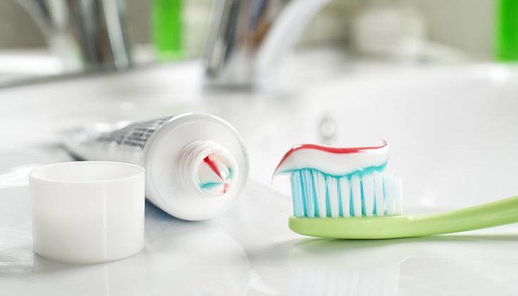 Πού και γιατί συμβουλεύουν οι γιατροί τον κόσμο να μη βάζει οδοντόκρεμα στα… γεννητικά όργανα