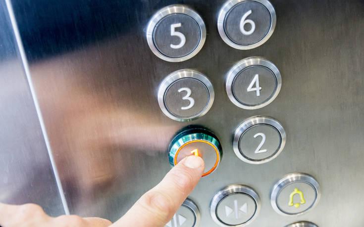 Κορονοϊός: Μια χρήσιμη εναλλακτική για το πώς αγγίζουμε επιφάνειες όταν βγαίνουμε έξω